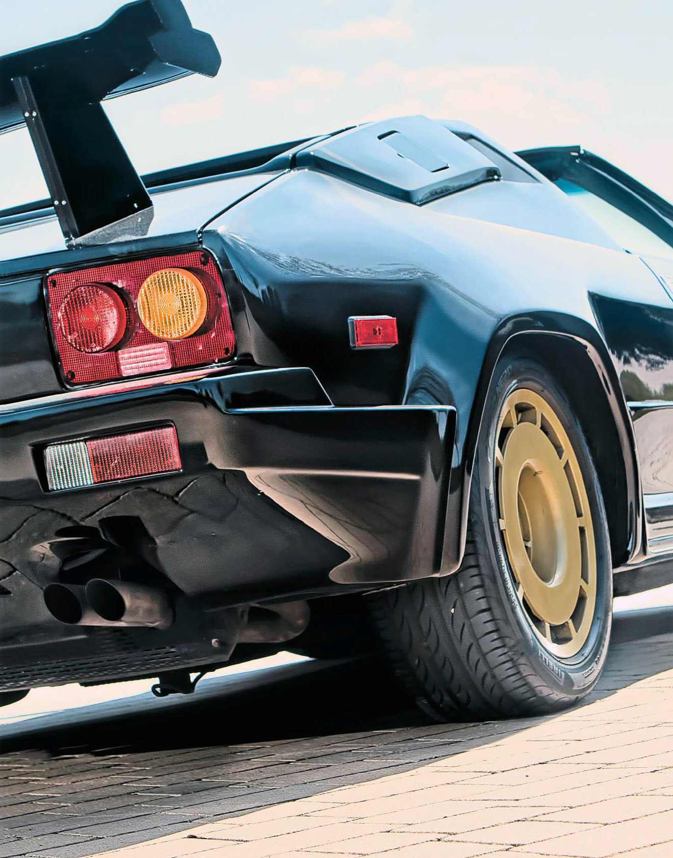 Lamborghini Jalpa driven