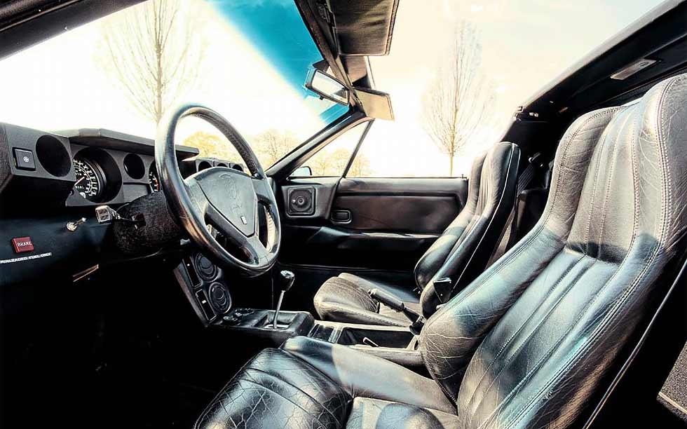 Lamborghini Jalpa interior