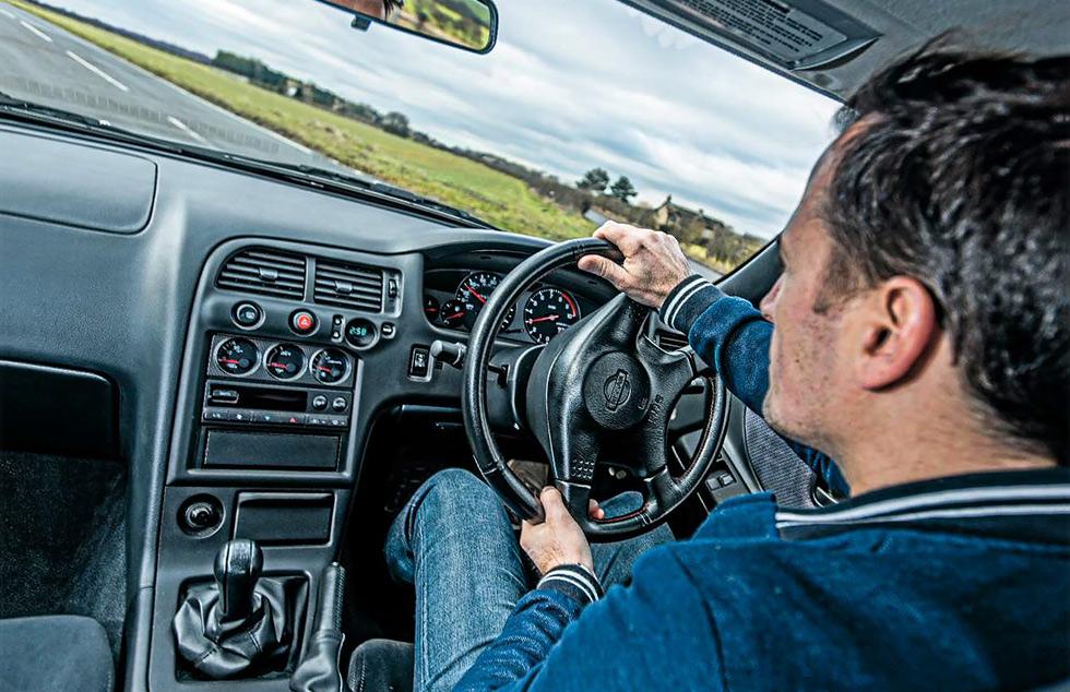 Nissan Skyline GT-R V-Spec (R32) interior