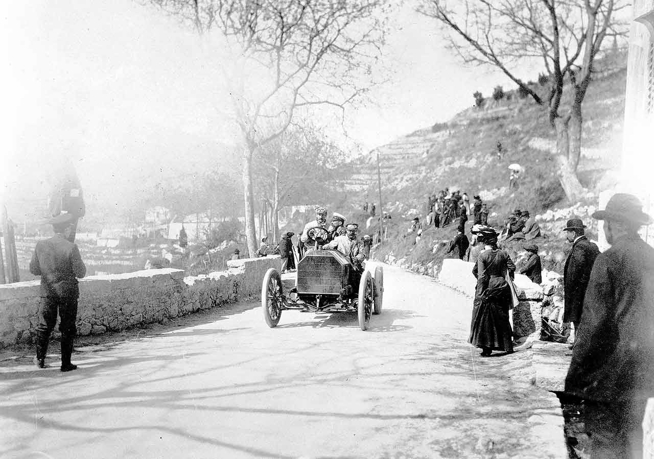 Baron Pierre de Caters on La Turbie in a 60hp in 1903