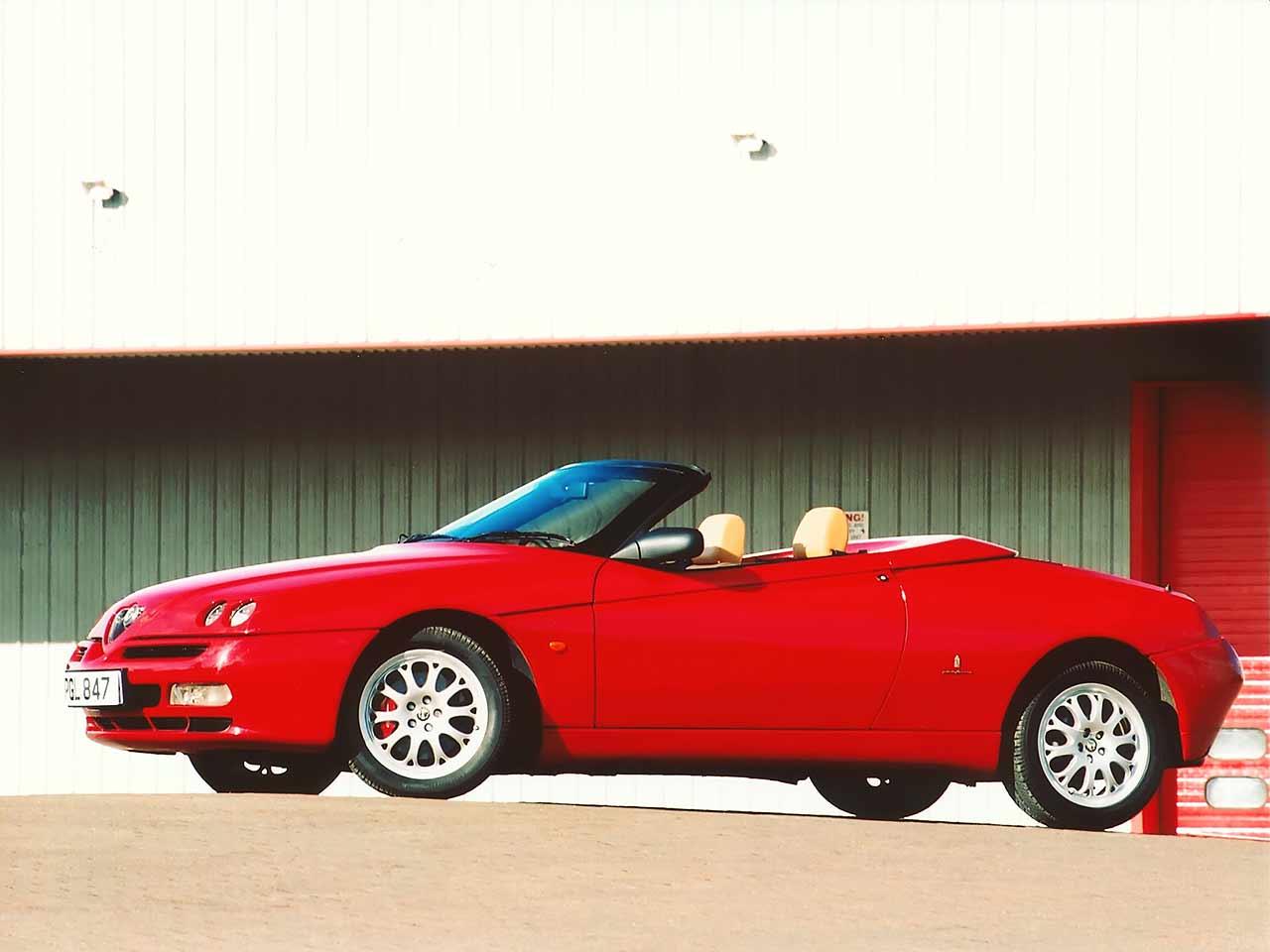 Alfa Romeo Spider UK-spec (916) '09.1998 - 05.2003 design by Pininfarina