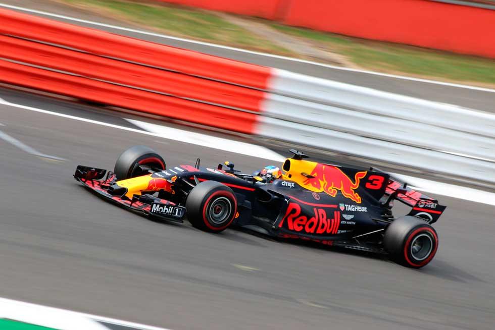 Red Bull: Daniel Ricciardo in the Red Bull Racing-Tag Heuer RB13