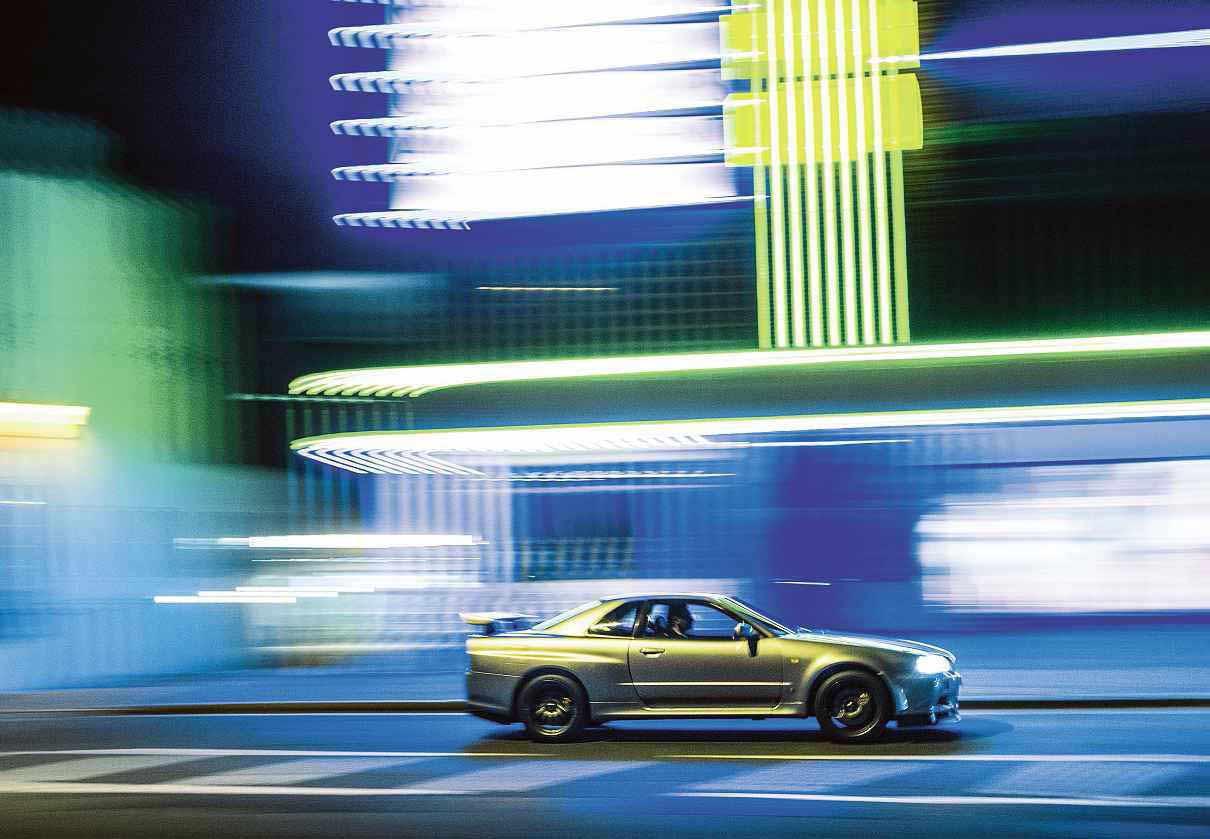 Nissan Skyline GT-R V-spec R34 driven