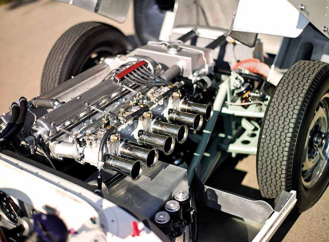 1958 Lister-Jaguar 'KNOBBLY' #BHL101 engine