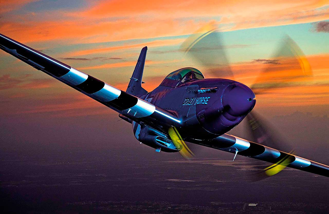 Flying a WW2 1942 P-51 Mustang