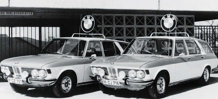 1972 BMW 3.0Si Estate rare photo - Kombis were put to use as BMW support vehicles for the official race