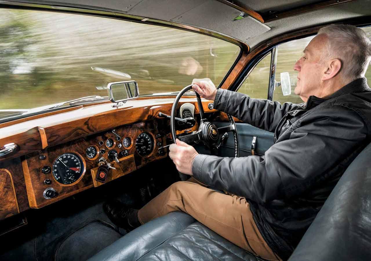 1959 Jaguar MkIX road test