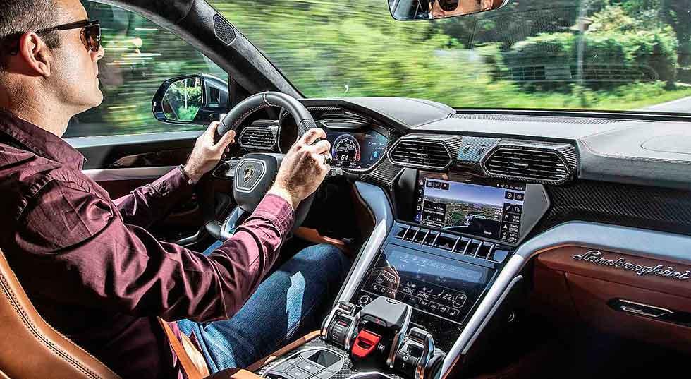 2019 Lamborghini Urus road test