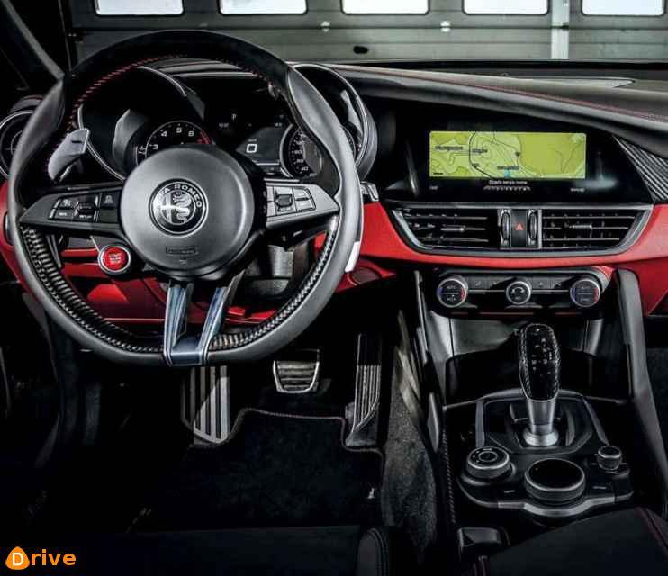 2019 Alfa Romeo Giulia Quadrifoglio interior