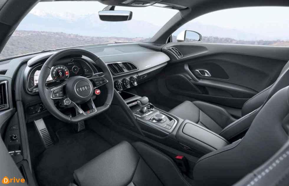 2019 Audi R8 interior
