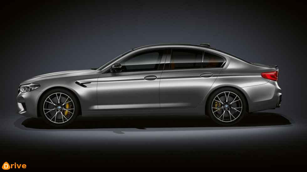 2019 BMW M5 competition side view