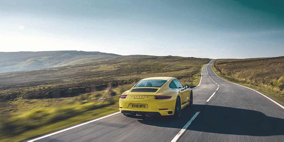 2019 Porsche 911 Carrera T 991.2 new lightweight Manual 7-spd gearbox version road-test
