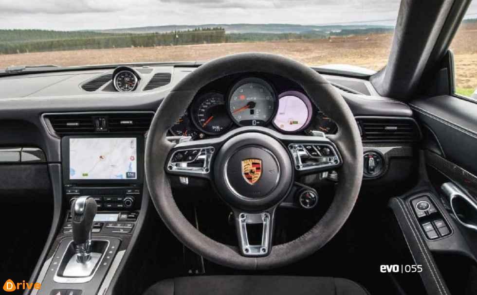 Porsche 911 GTS 01