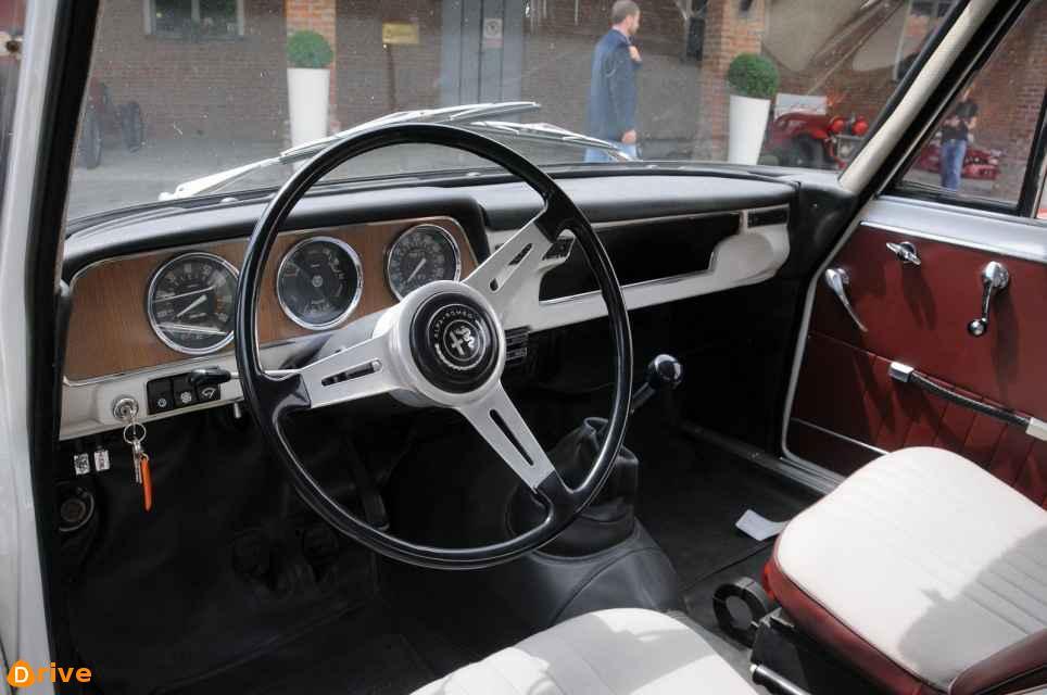 1963 Alfa Romeo Giulia TI Super interior