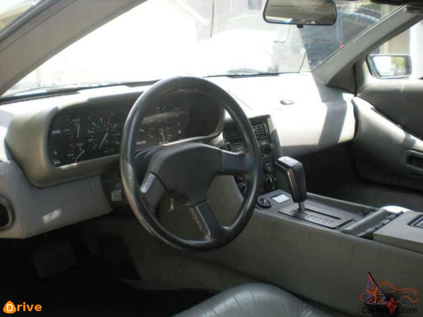 1981 DeLorean DMC 12 interior