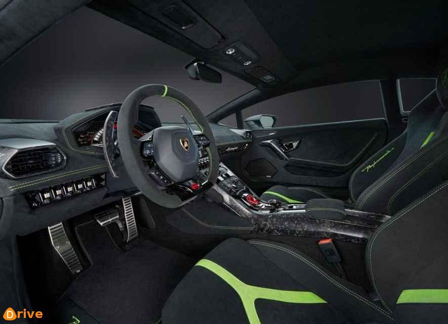 2019 Lamborghini Huracan interior