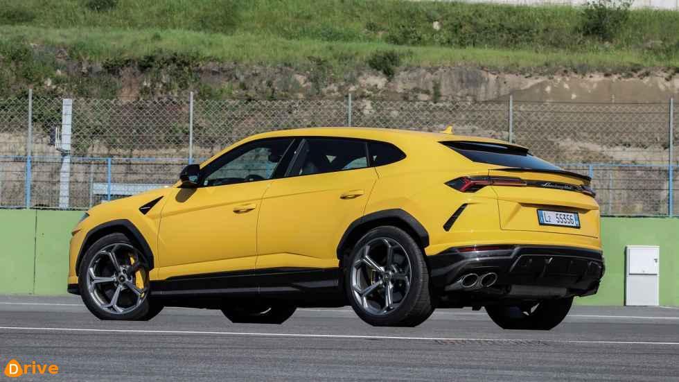 2019 Lamborghini Urus side view