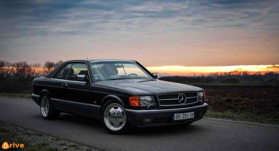 1980er black Mercedes S Klasse W126 Coupé 560sec