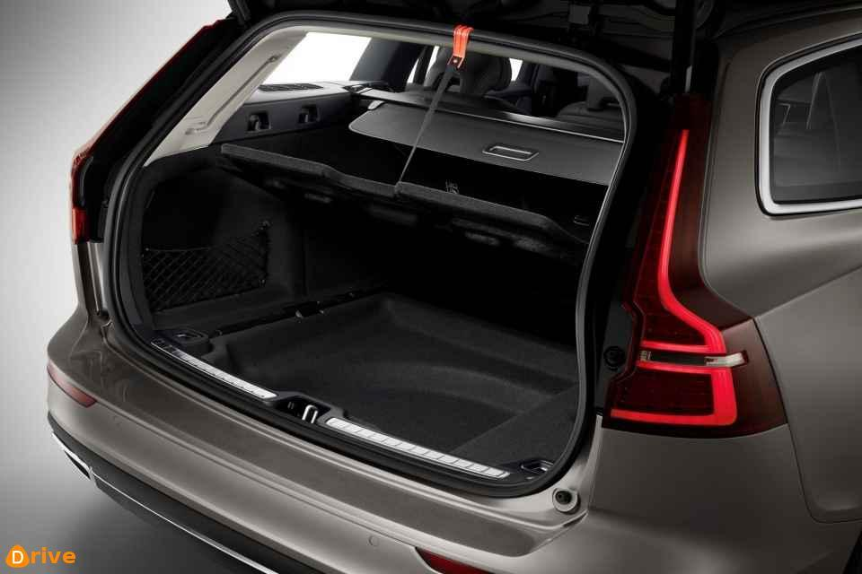 2019 Volvo V60 D4 trunk