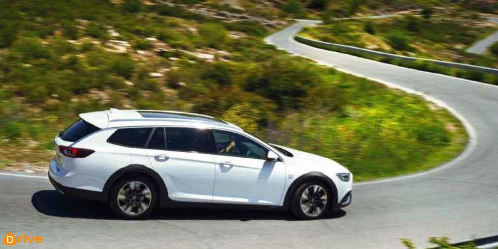 2018 Opel Insignia Country Tourer side view