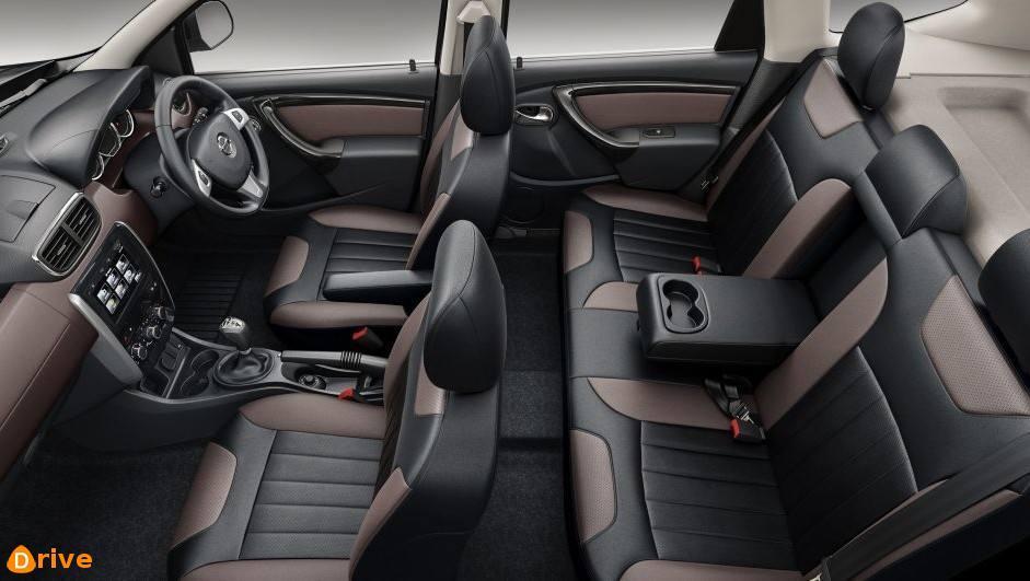 Nissan-Terrano-Interior-93553.jpg