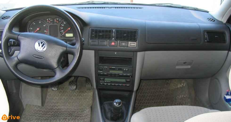 1999 Volkswagen Golf interior
