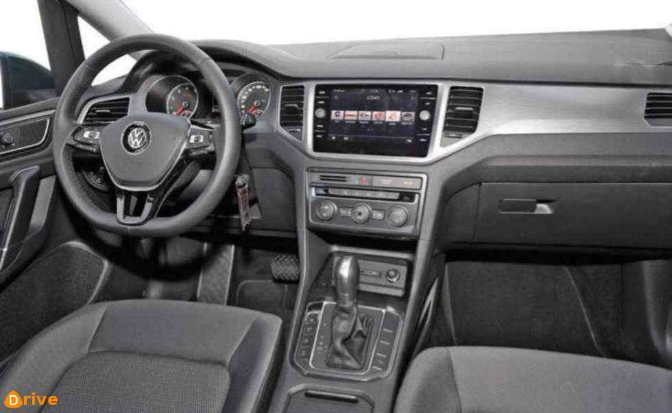 2018 Volkswagen Golf Sportsvan interior