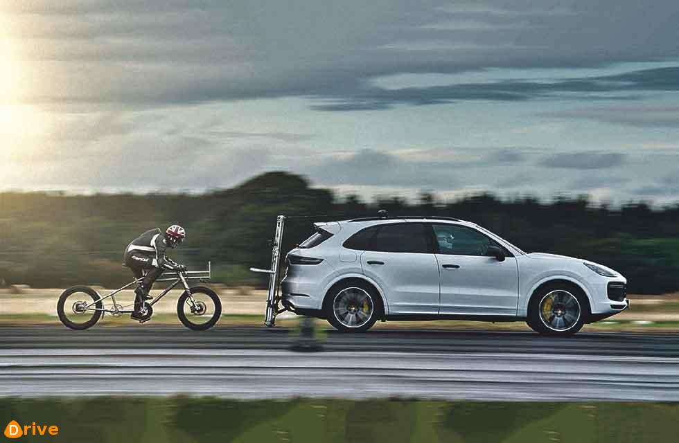 A British cyclist has set a new speed record using pedal power and a Cayenne Turbo…