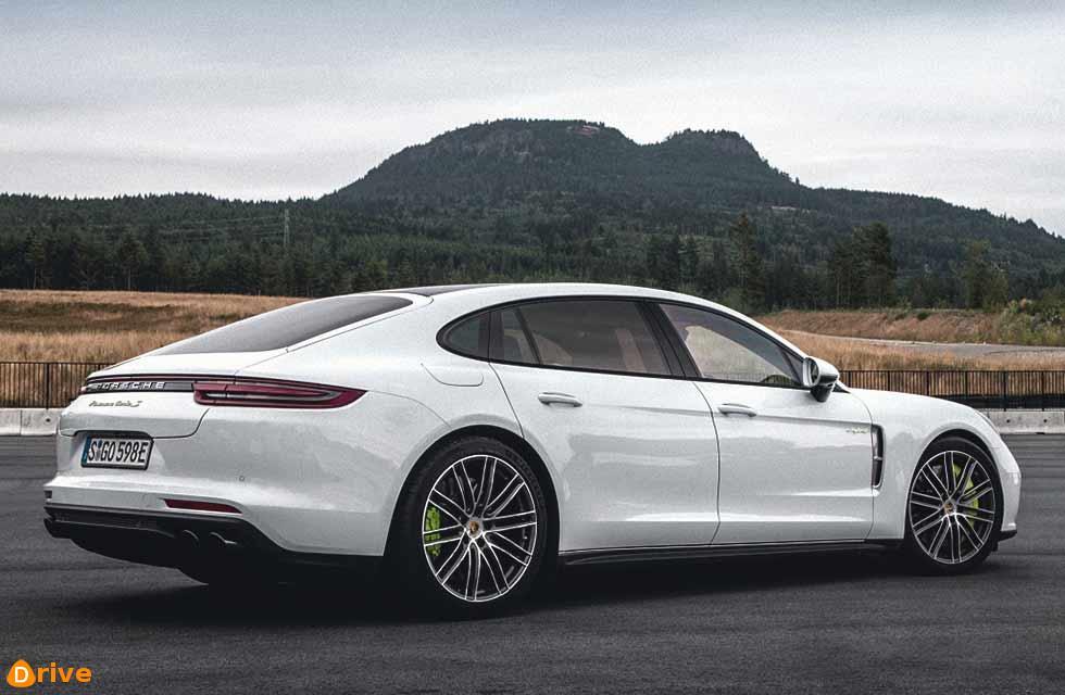 Porsche puts hybrid models on ice