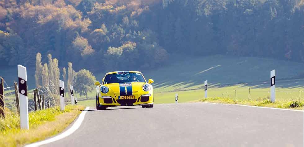 Standard 2015 Porsche 911 GT3 991 vs. Modified programme run by Ron Simons Racing (RSR)