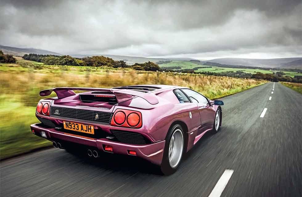 Lamborghini Diablo braving a mighty SE30