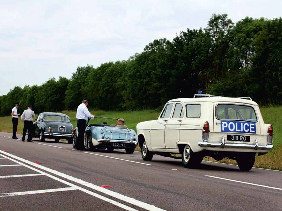 Ford Zephyr MkII Estate vs. Jaguar Mk 2 3.8 and Austin-Healey 3000 MkI - comparison test-review