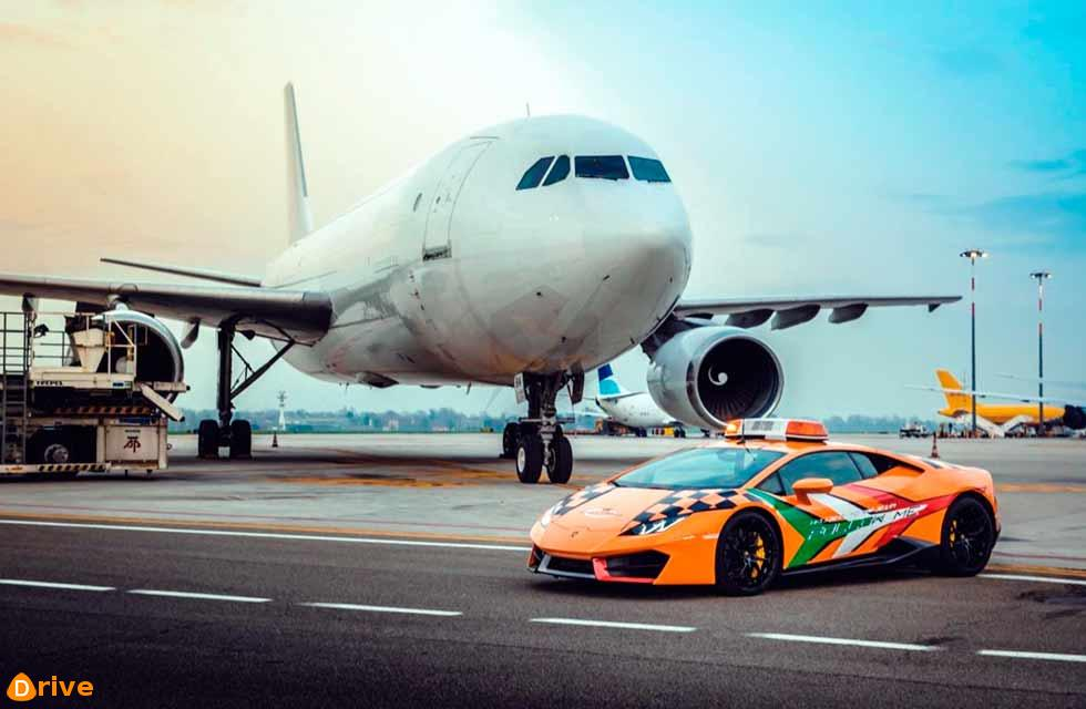 Visitors to Bologna airport can now see a very special new 'Follow Me' vehicle: a Lamborghini Huracán RWD.