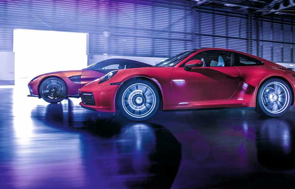 2021 Aston Martin Vantage vs. 2021 Porsche 911 Carrera 992