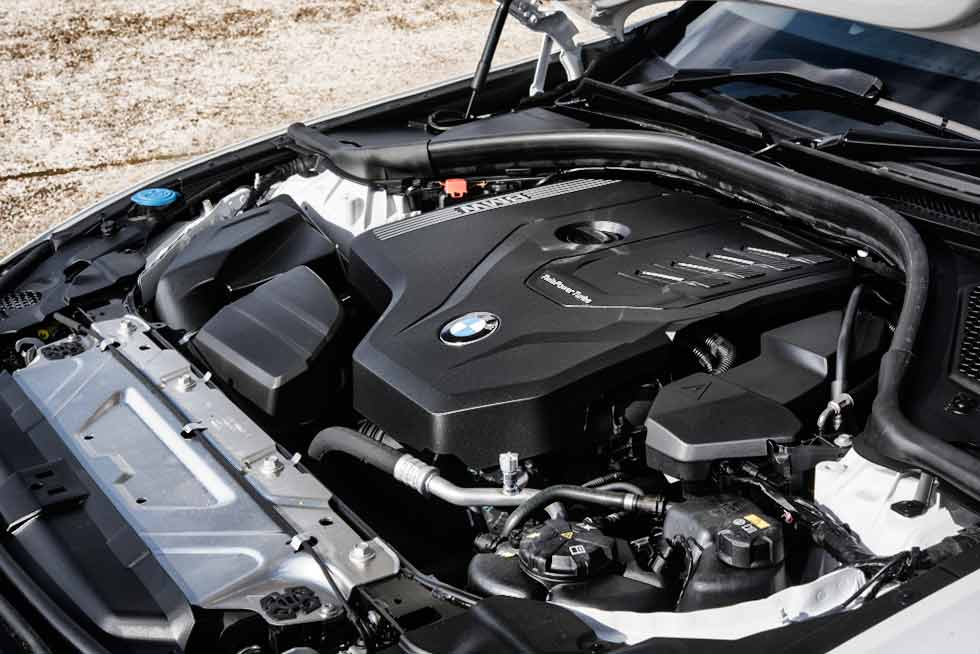 BMW 330i Touring M Sport [UK-spec] (G21)